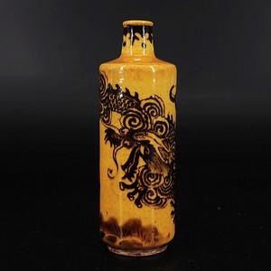 清代黄釉墨彩苍龙戏珠绘画鼻烟壶