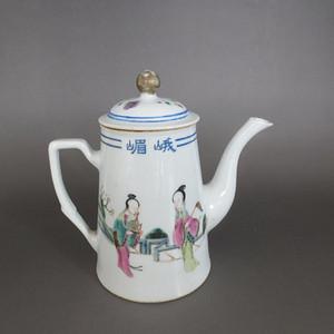 清 粉彩仕女人物纹茶壶
